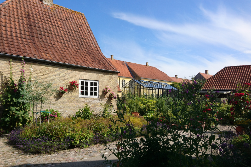 Внутренний дворик с садом, г. Кристиансфельд / Christiansfeld, Дания