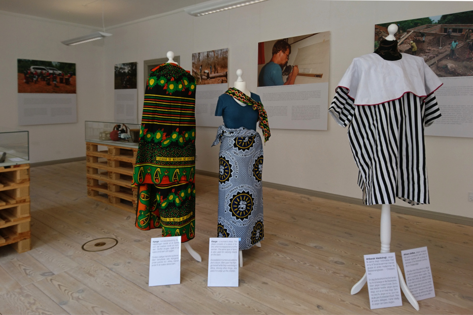 Одежда, полученная в подарок из Африки, г. Кристиансфельд / Christiansfeld, Дания