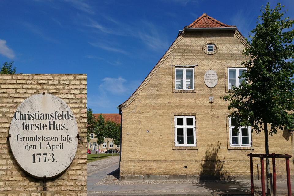 Первый дом, построенный в Кристиансфельд / Christiansfeld, Дания