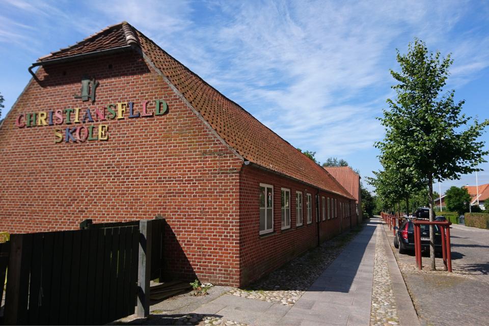 Здание современной школы. Фото 17 июл. 2019, г. Кристиансфельд, Дания