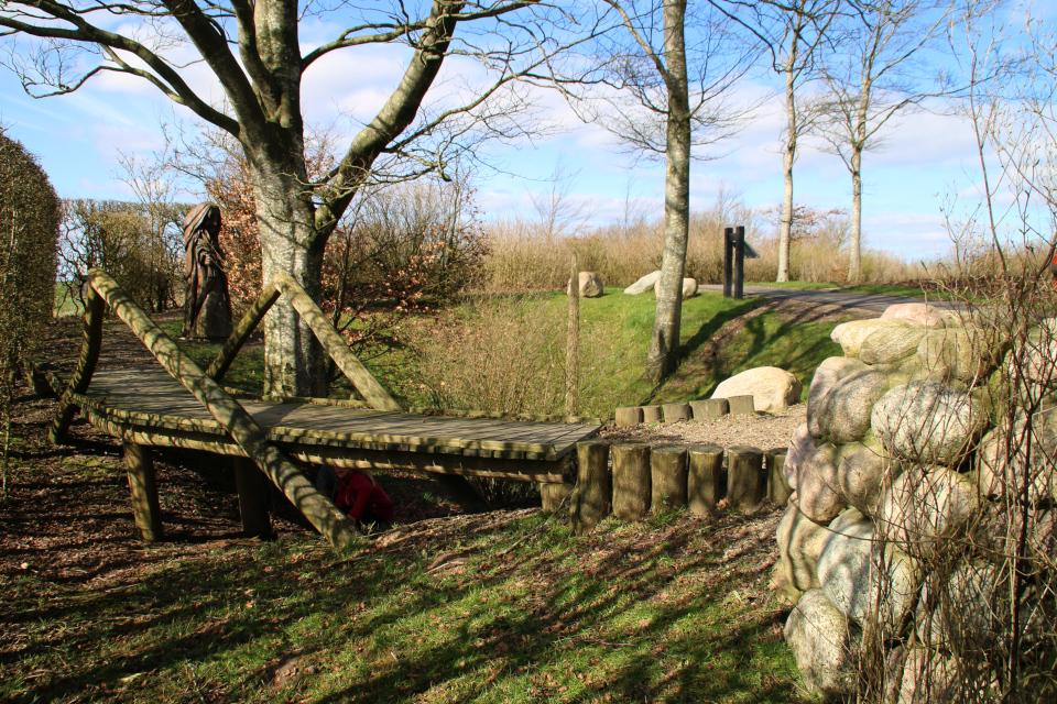 Мостик возле чудесного колодца. Айер-Бавнехой / Ejer Bavnehøj, Дания