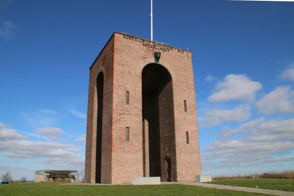 Айер-Бавнехой башня с северной стороны, Айер-Бавнехой / Ejer Bavnehøj, Дания