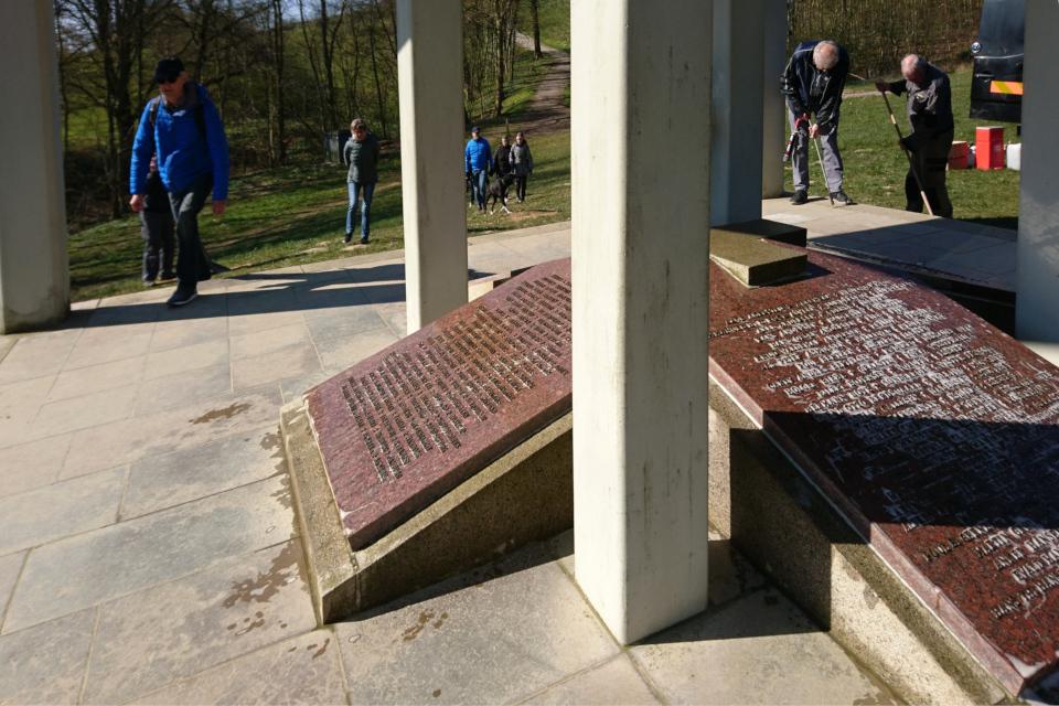 Плиты с именами жертв движения сопротивления Клоккастаблен (Klokkestablen)