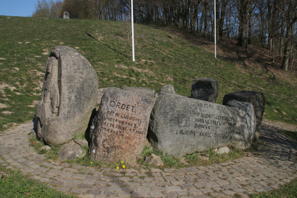 Памятник трибуны. Скамлингсбанкен (Skamlingsbanken), г. Сйолунд / Sjølund, Дания