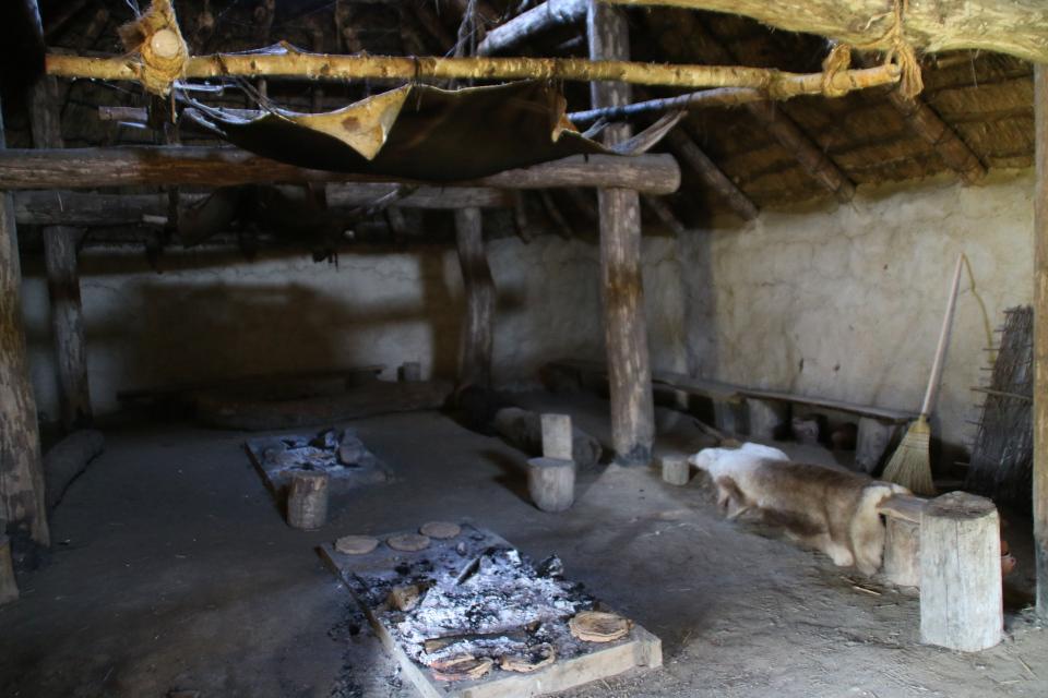 Внутри дома бронзового века