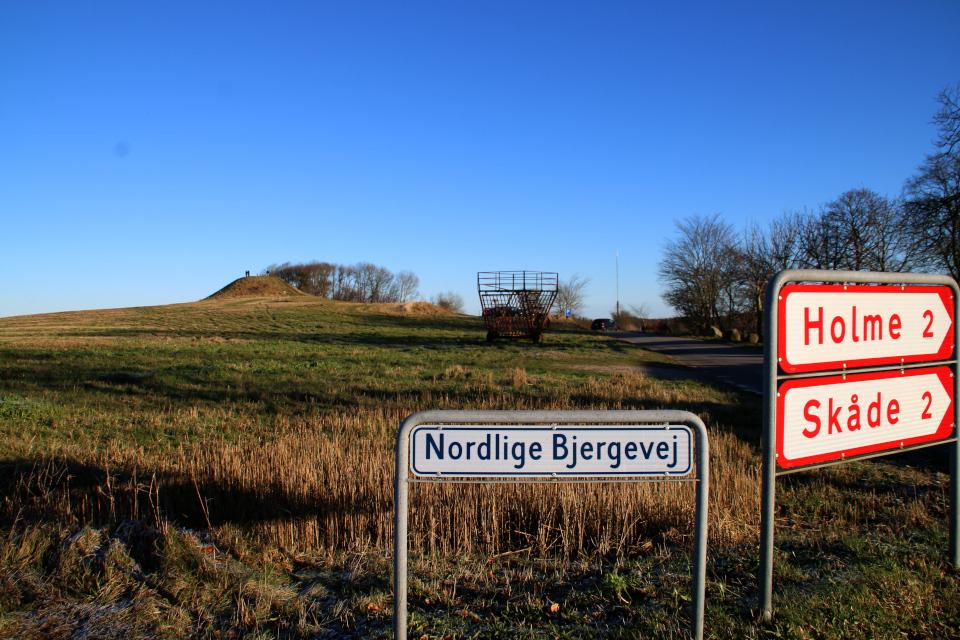 Дорожные указатели недалеко от кургана Ельсхой / Jelshøj, Дания