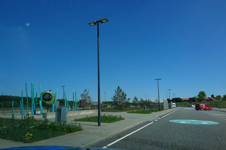 Заправка электроавтомобилей Лосбю /Låsby, Дания. Фото 29 мая 2020