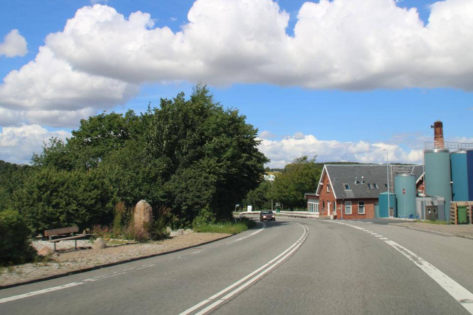 камень воссоединения. Фото 22 июл. 2020, г. Гйесинг / Gjesing, Дания