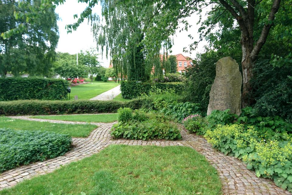 Камень воссоединения. Фото 13 июн. 2019, г. Лосбю / Låsby, Дания