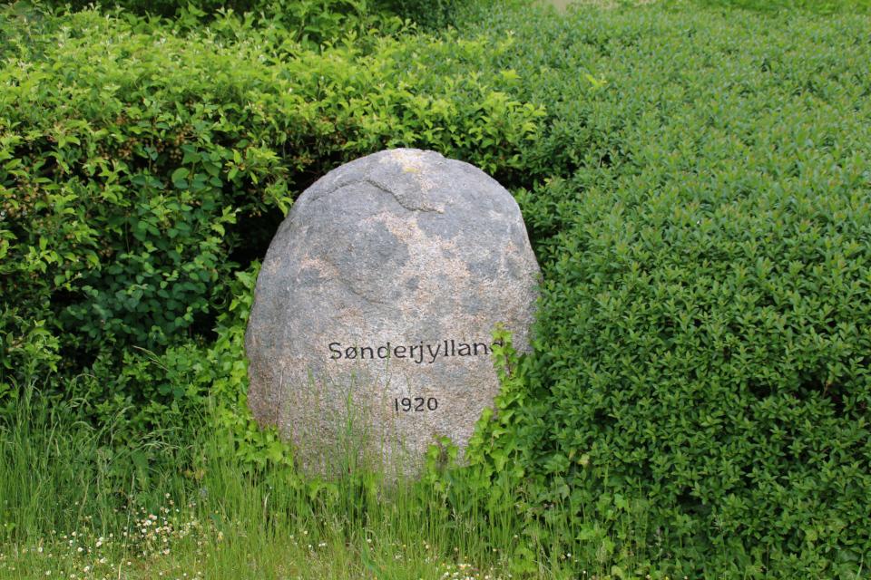 Камень воссоединения. Фото 24 мая 2020, г. Рюомгорд / Ryomgård, Дания
