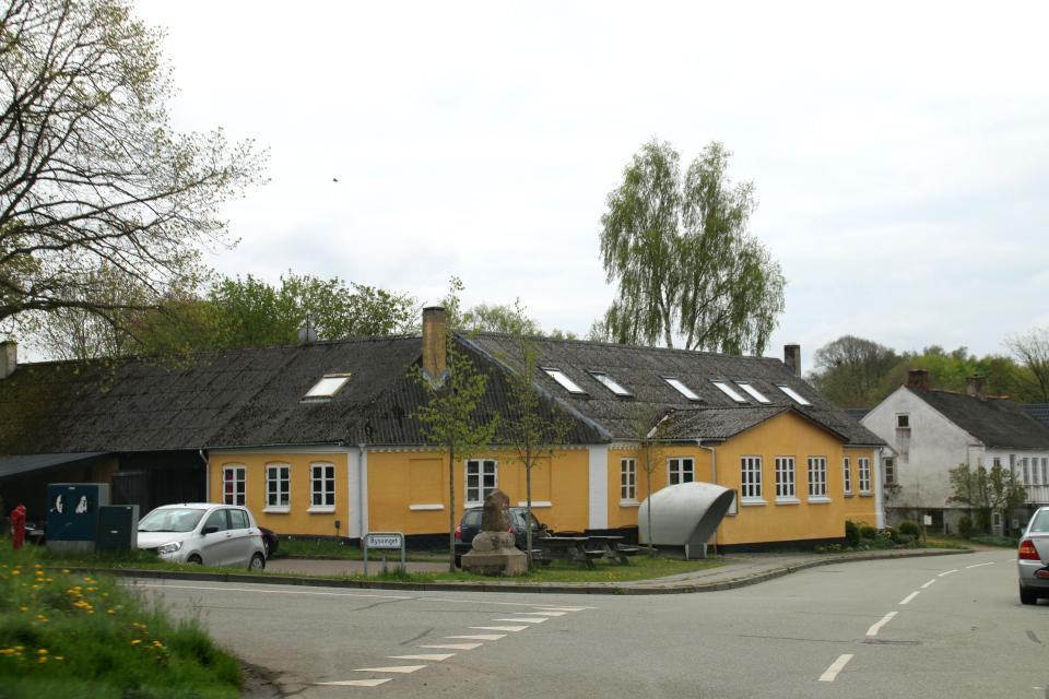 Памятник воссоединению Дании в Борум на углу дорог. Фото 13 мая 2021, Дания