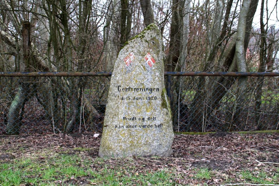 Памятный камень в Тведе (Tvede), Дания. Фото 28 мар. 2021
