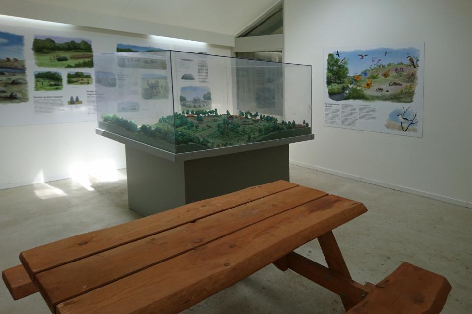 Выставка с макетом в зале музея. Туструп / Tustrup, Дания