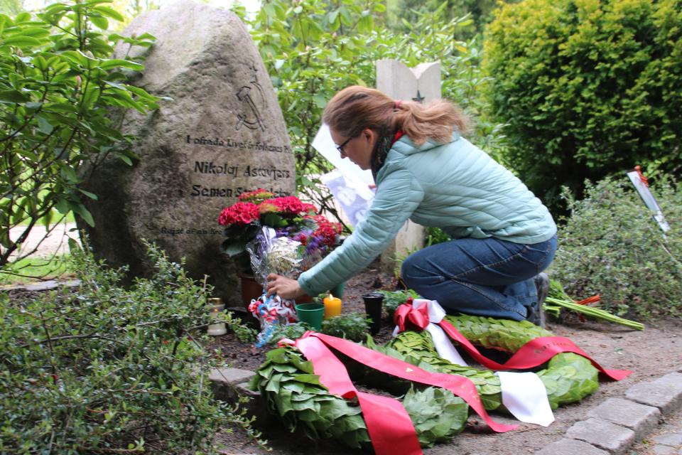 на месте захоронения Советских солдат в г. Орхус, Дания