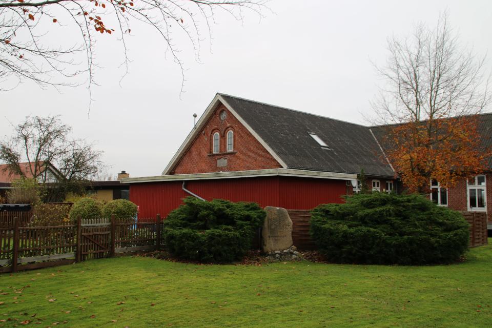 Одум камень воссоединения. Фото 10 нояб. 2020, г. Одум/ Ødum, Дания