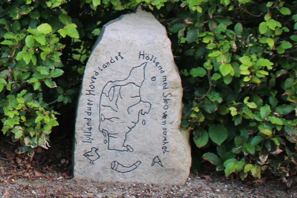Камень воссоединения в парке Helledammen, г. Крагалунн / Kragelund, Дания