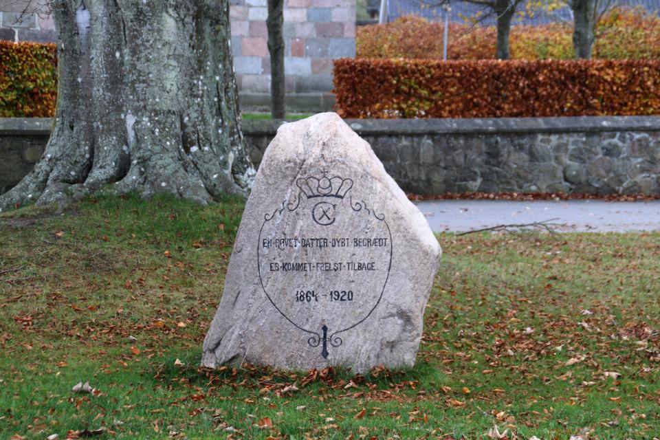 Хадбьерг камень воссоединения. Фото 10 нояб. 2020, Дания