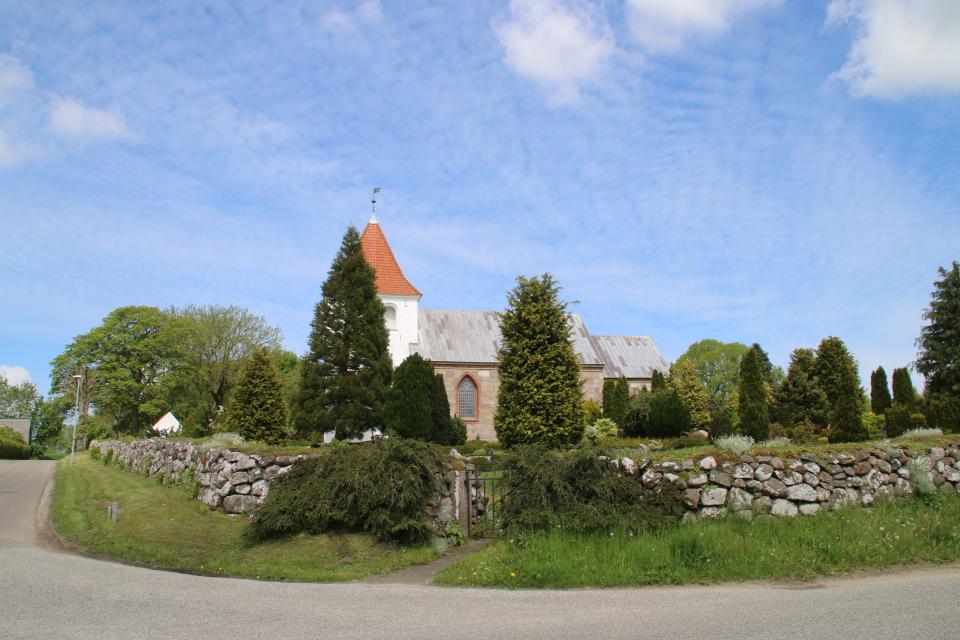 Церковь Каттруп, Дания. Фото 28 мая 2021