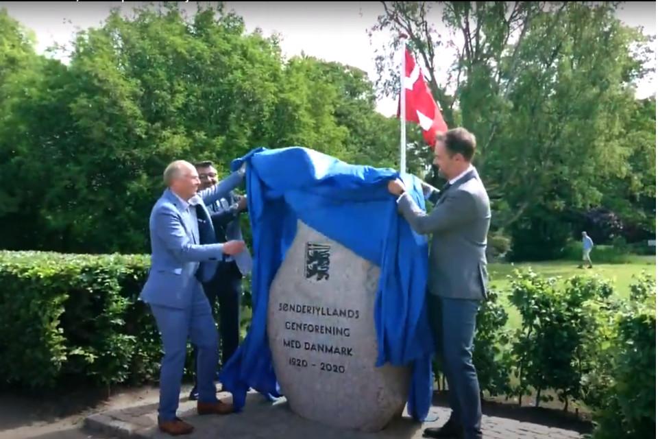 Открытие памятника - камень воссоединения в Орхусе