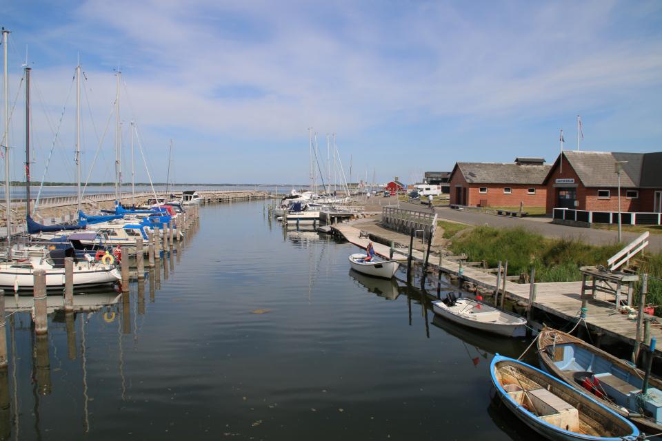 Вид с моста в стороны начала канала в г. Лёгстёр / Løgstør, Дания. Фото 3 июн. 2020