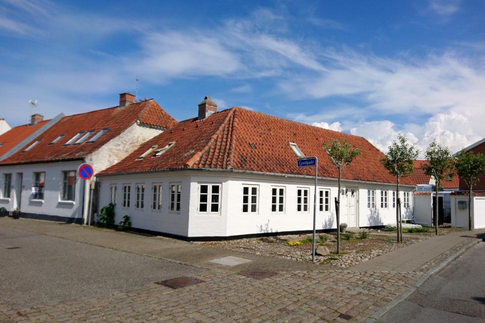 Угловой домик на улице Фьорда (Fjordgade), г. Лёгстёр / Løgstør, Дания