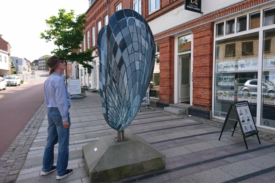 Декоративная ракушка на пешеходной улице города Лёгстёр / Løgstør, Дания