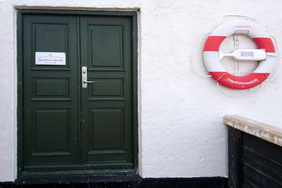 Дверь маяка, которое принадлежит Морскому Министерству (Søfartsstyrelsen)