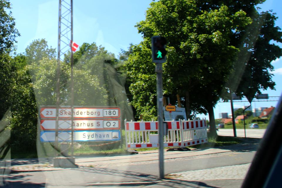 Флажок на статом электрическом столбе.Фото 15 июня 2020, г. Вибю / Viby, Дания