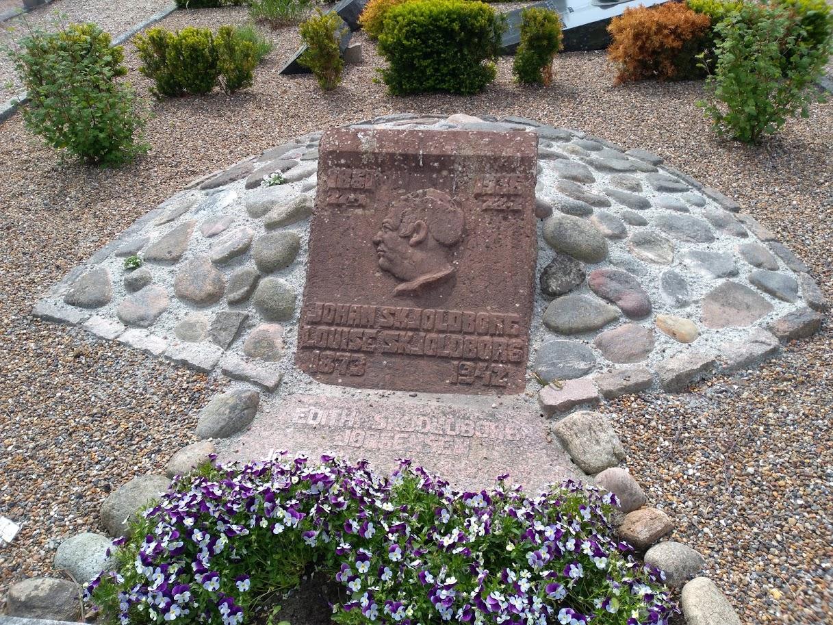 Мини курган на месте захоронения Johan Skjoldborg, г. Лёгстёр / Løgstør, Дания