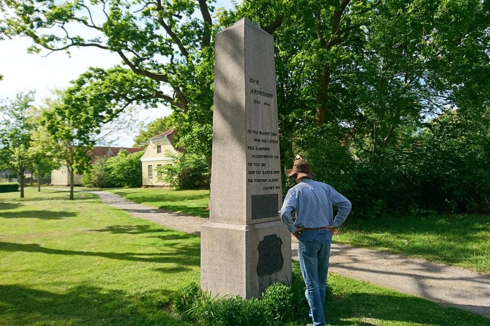 Памятник Ove Andersen. Фото 3 июн. 2020. г. Лёгстёр / Løgstør, Дания