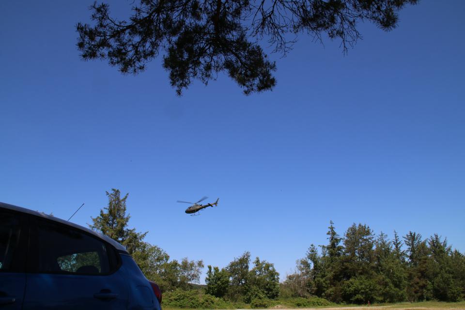 Вертолет над местом парковки, Дания
