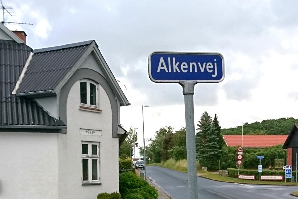 Дом с телефоном на улице Алкенвай (Alkenvej)