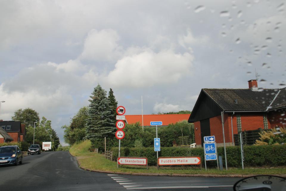 Дорожный указатель у въезда в город Алкен / Alken
