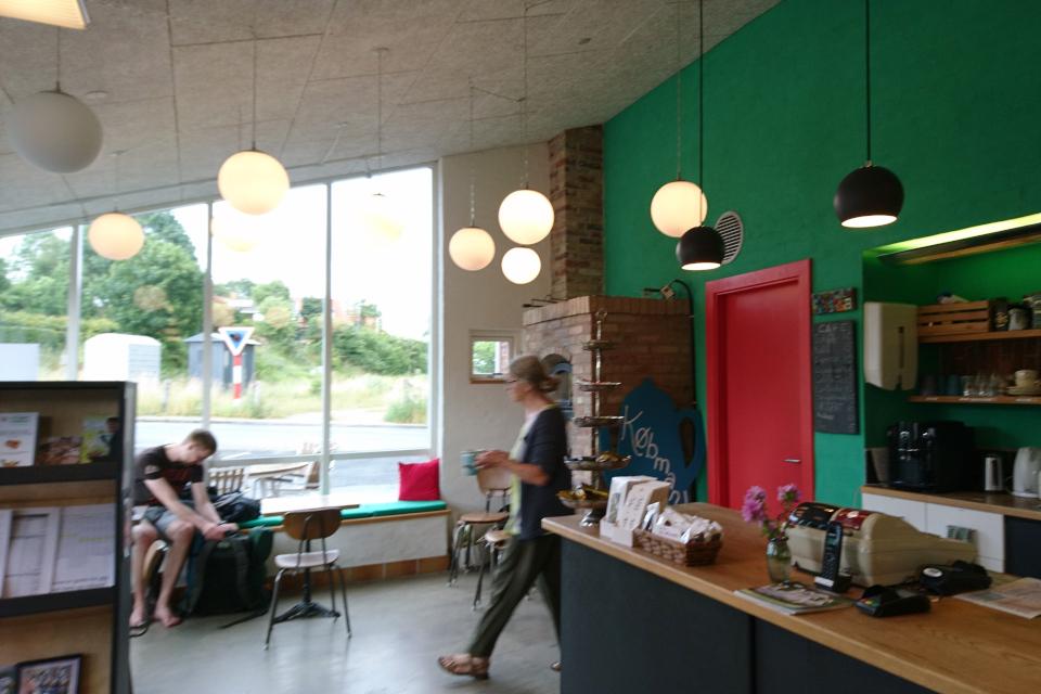 Небольшое кафе внутри магазина. Фото 30 июн. 2020, г. Алкен / Alken, Дания