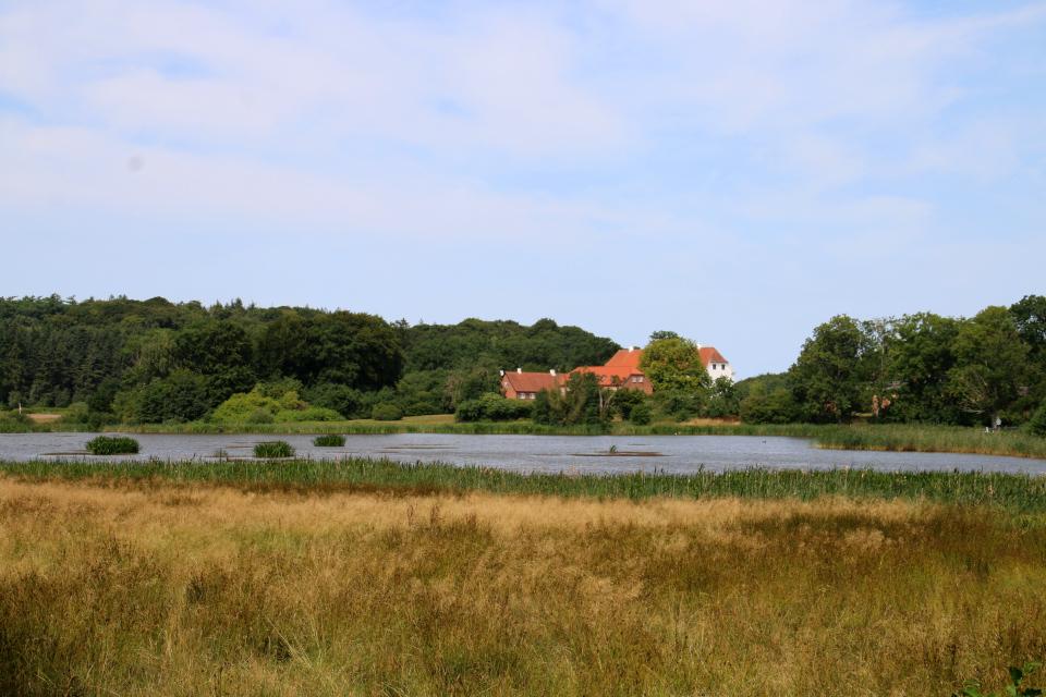 """Озеро Сёндермэде или """"южное местечко"""" (дат. Søndermade) поместья Фуссингё"""