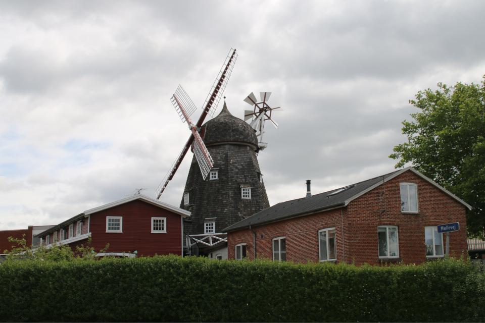 Мельница Рю с другой стороны. Фото 13 июл. 2020, г. Рю / Ry, Дания
