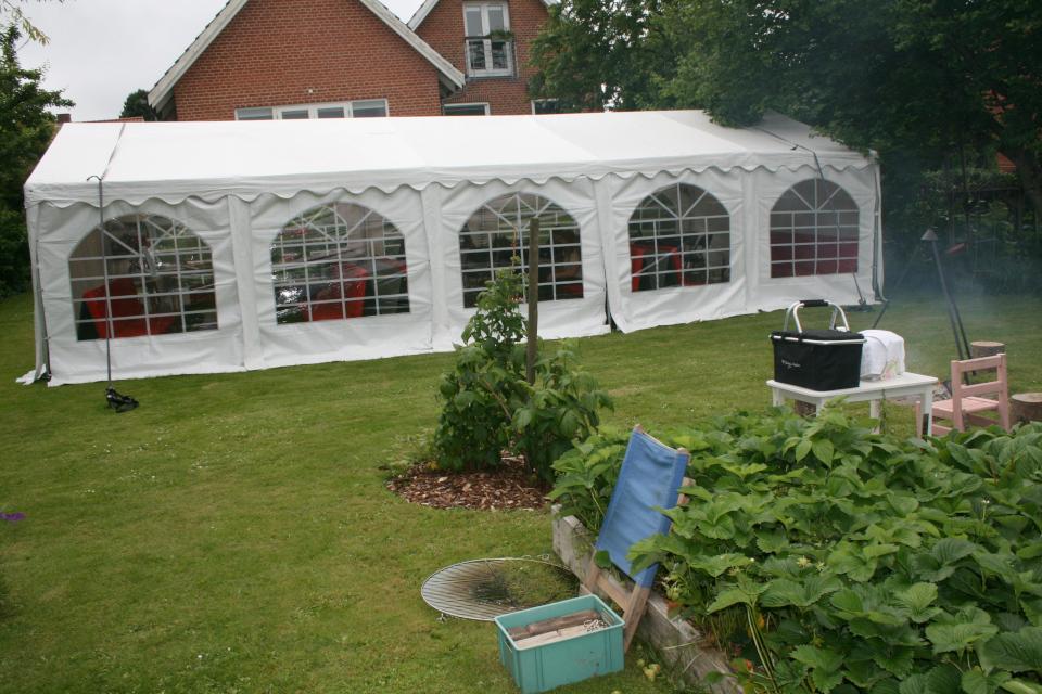 Палатка для празднования окончания учебы в гимназии