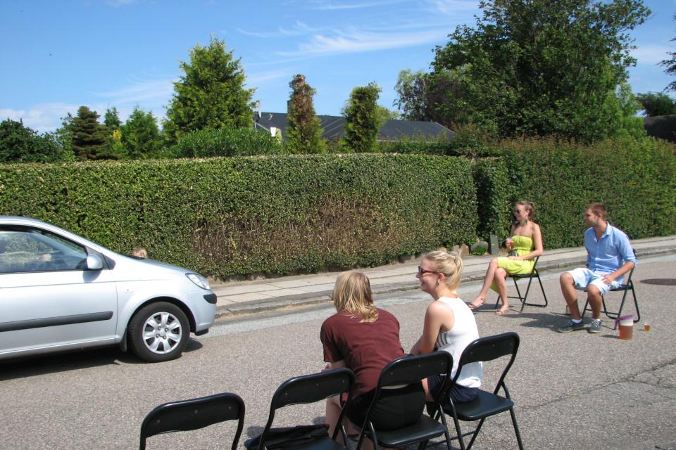 Дорога еще и для машин. Фото 28 июн. 2012, мой сад, г. Хойбьерг / Højbjerg, Дания