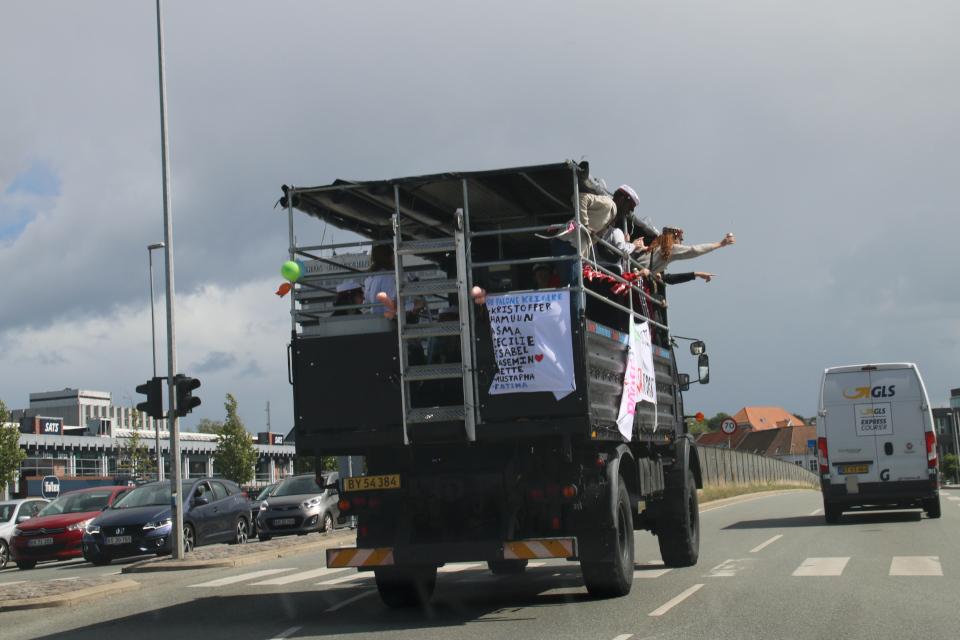 Празднование окончания гимназии на грузовиках в Дании