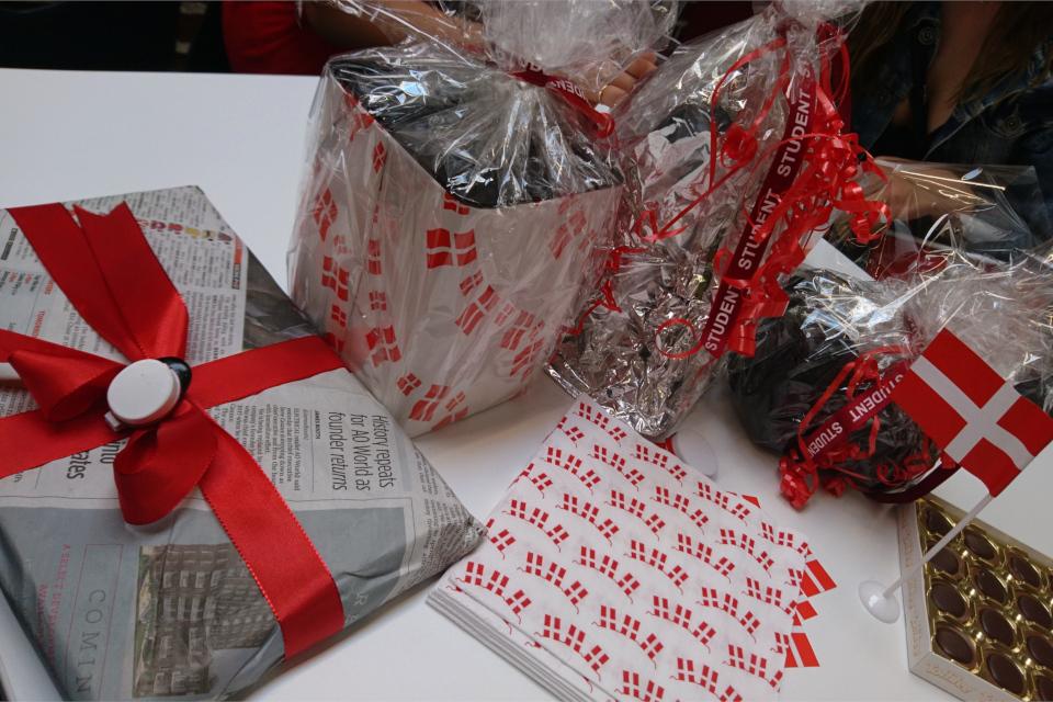Подарки с упаковками для выпускницы