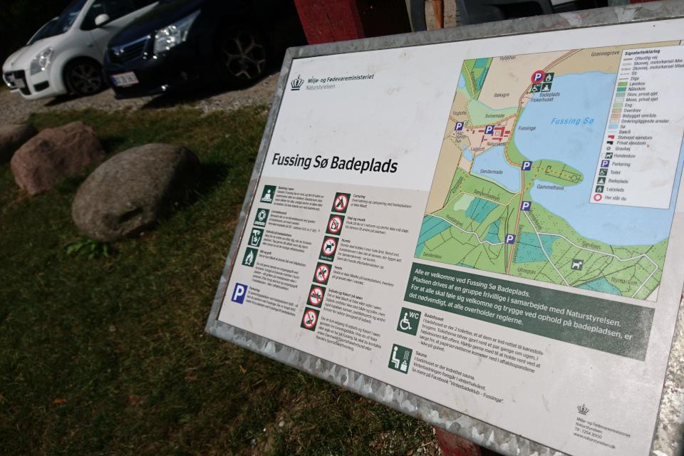 Информационный указатель возле озера Фуссинг
