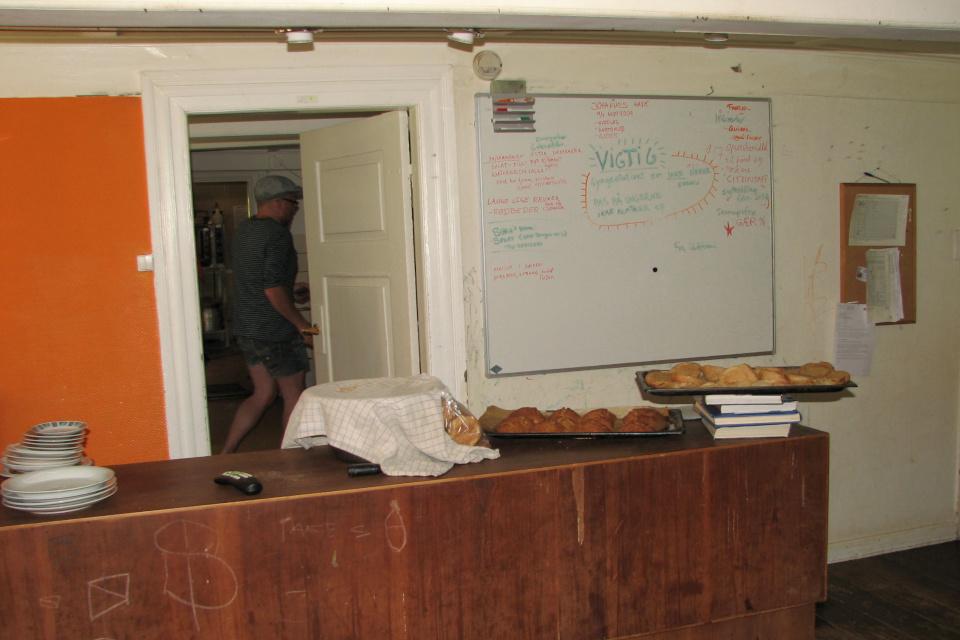 Свежеиспеченные булочки на кухне