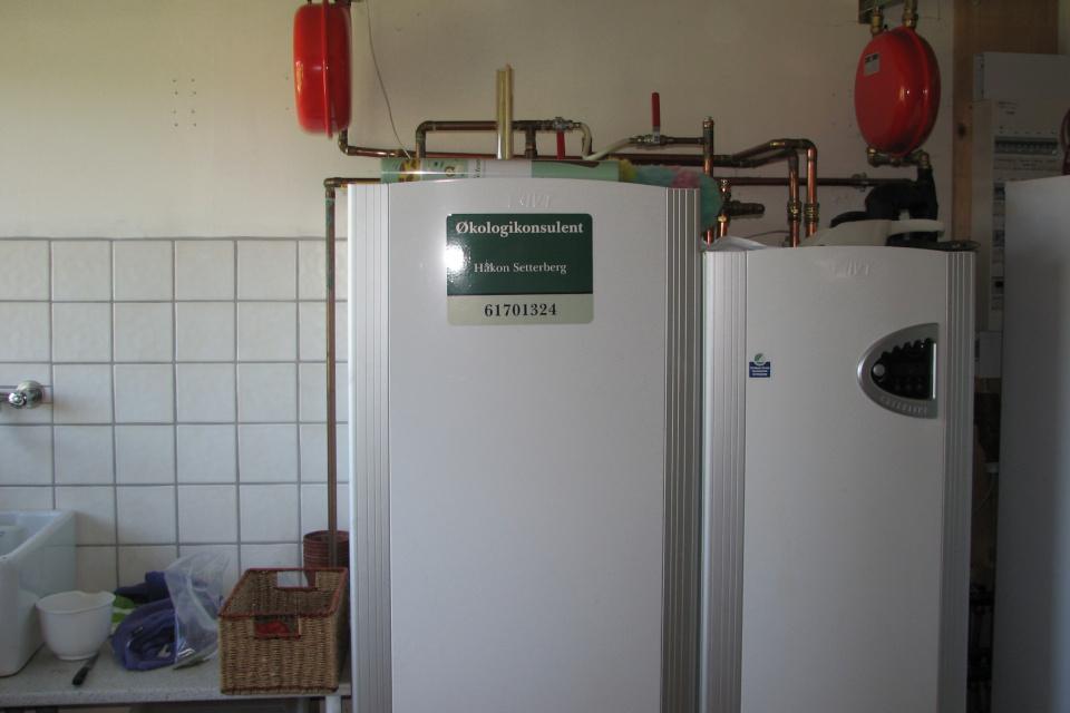 Холодильники внутри складского помещения