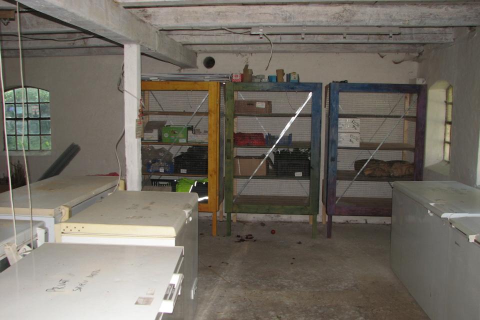 Внутри складского помещения