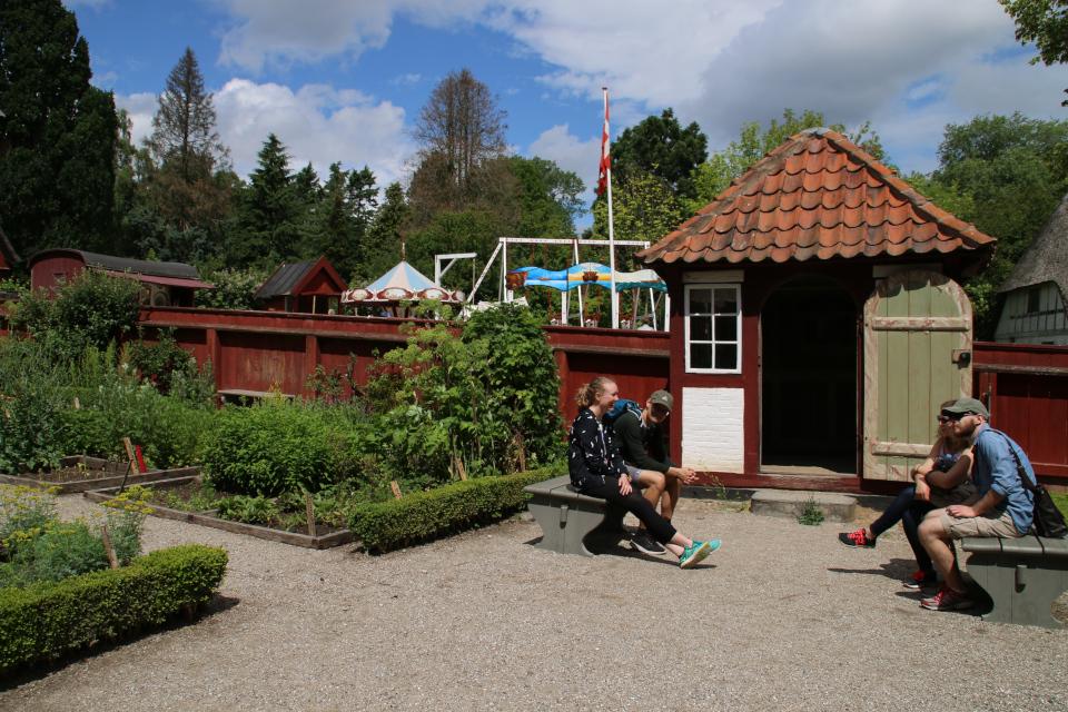 Садовый павильон (дат. lysthus) середины 17 столетия во дворе дома