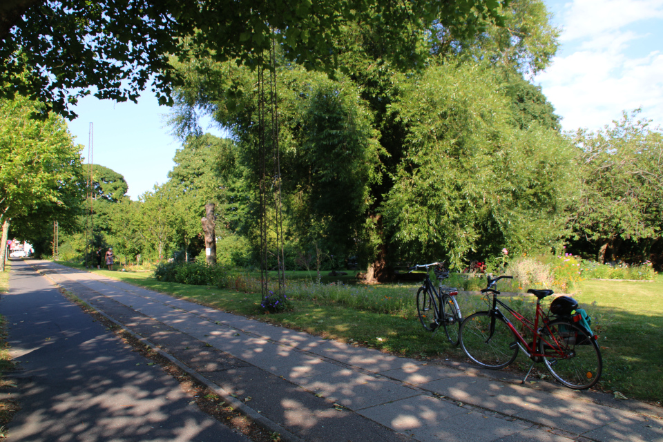 Велосипеды возле городского парка Greenshare, г. Орхус / Aarhus, Дания