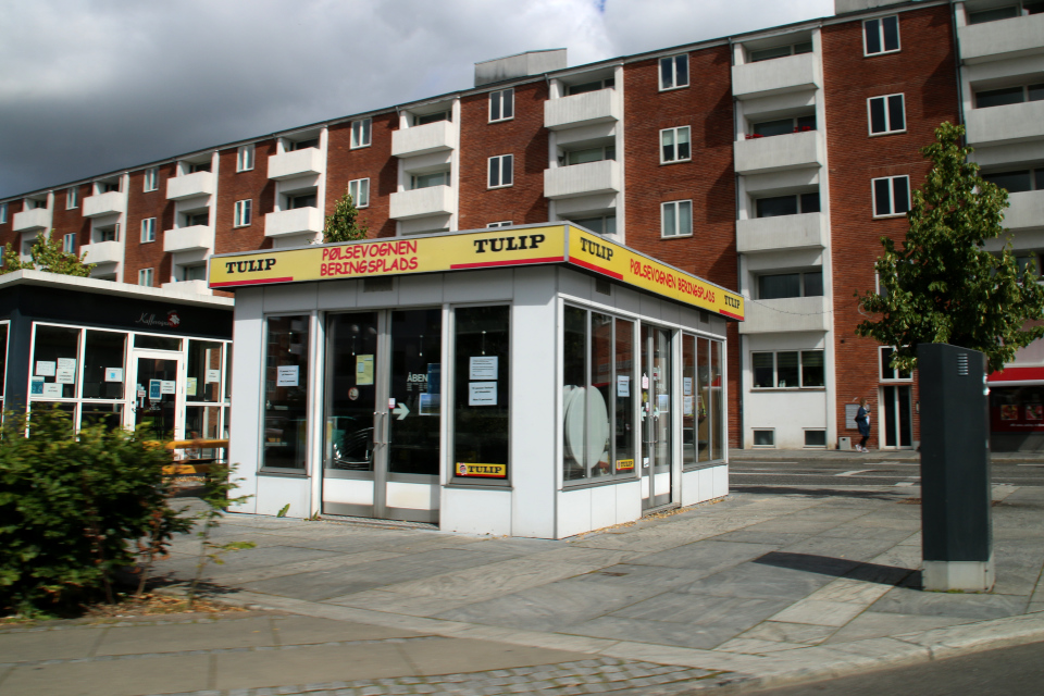 Киоск по продаже сосисок на площади Беринга в г. Хорсенс