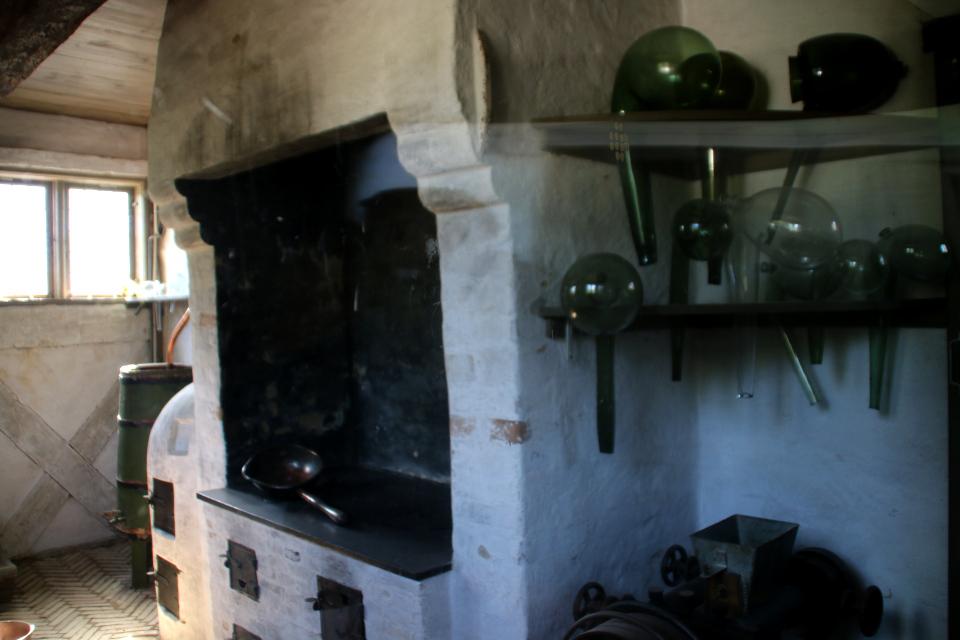 Лабораторная посуда из стекла. Фото 26 авг. 2018, музей Старый Город