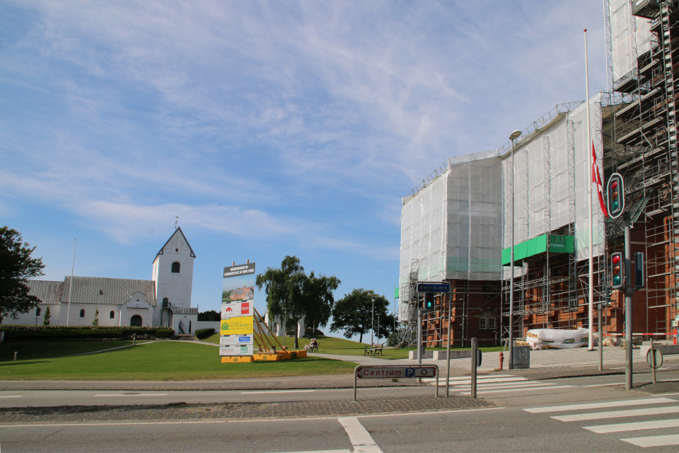 """""""Старая"""" Церковь Богоматери Скиве (слева), Vor Frue Kirke Skive"""