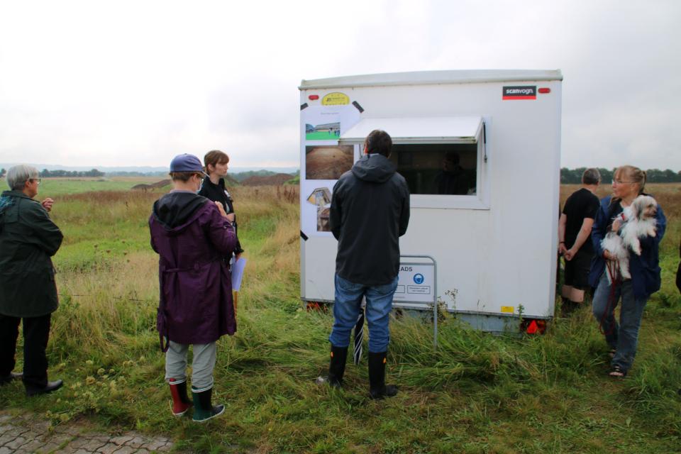 Вагончик археологов возле места раскопок. Фото 29 авг. 2020, г. Граубалле, Дания
